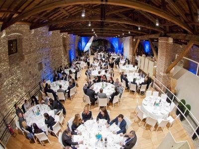 cena di gala in Dog Ven 1000x700