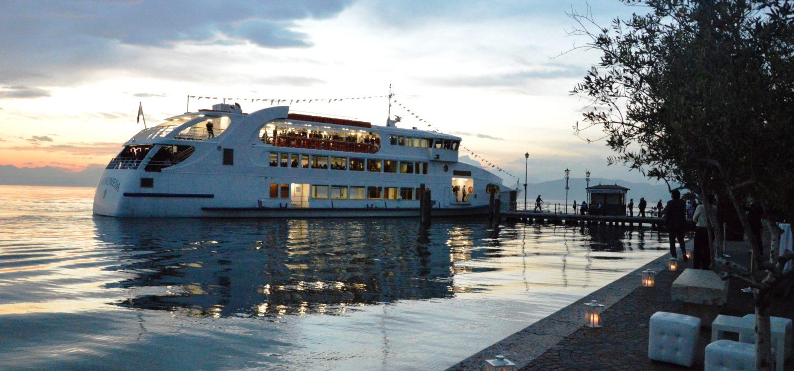Servizi dogana veneta lazise - arrivo in barca degl ospiti