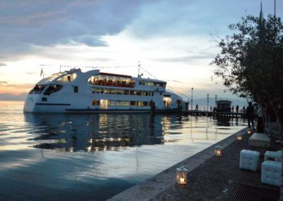 Arrivo-in-barca-Motonave-600x400-400x284